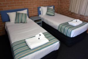 The Oaks Hotel Motel  - Accommodation QLD