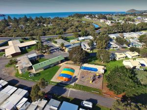 Victor Harbor Holiday  Cabin Park - Accommodation QLD